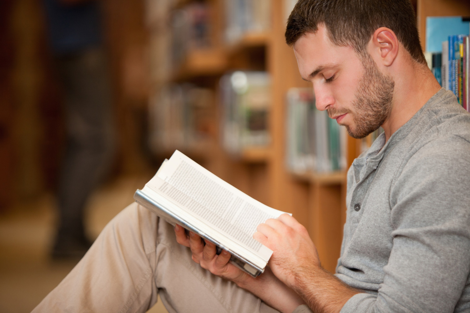 http://www.dailydappr.com/wp-content/uploads/2015/01/man-reading-e1420264169252.jpg